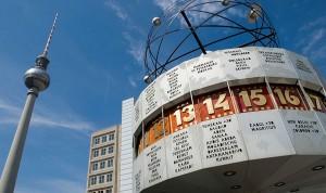 Berlin Alexanderplatz mit Weltuhr und Funkturm
